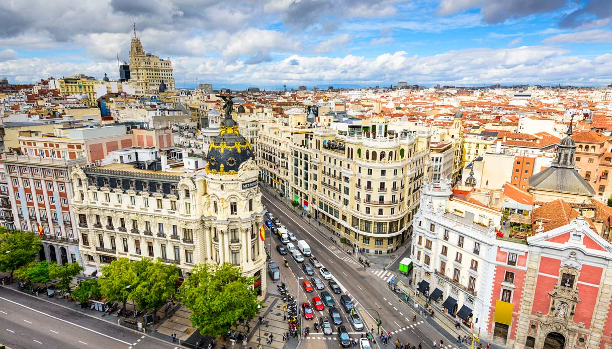Rent a luxury car in Madrid